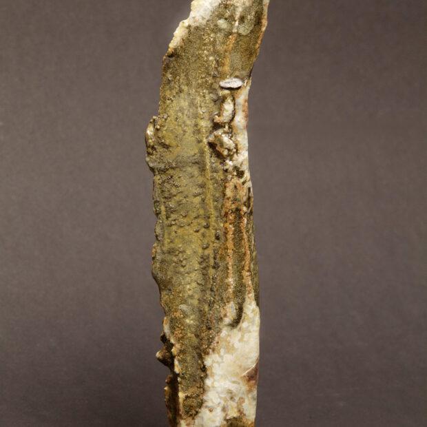 2015 06 9609 | Sylviane Perret | Walking stone 4 | Produit | 290,00€ | 46586053 | Sculpture en grés faisant partie d'une série de 4, émaillée de glaçures élaborées avec des argiles récoltées au Maroc, et surmontée d'une pierre. Elle est fixée sur un socle en grés lui-même émaillé (non visible sur la photo). 2 cuissons à 1300°C en four gaz, atmosphère réductrice. | Sylviane Perret - Atelier Céramique de Saint-Amans | Terre et Terres | 10 décembre 2020