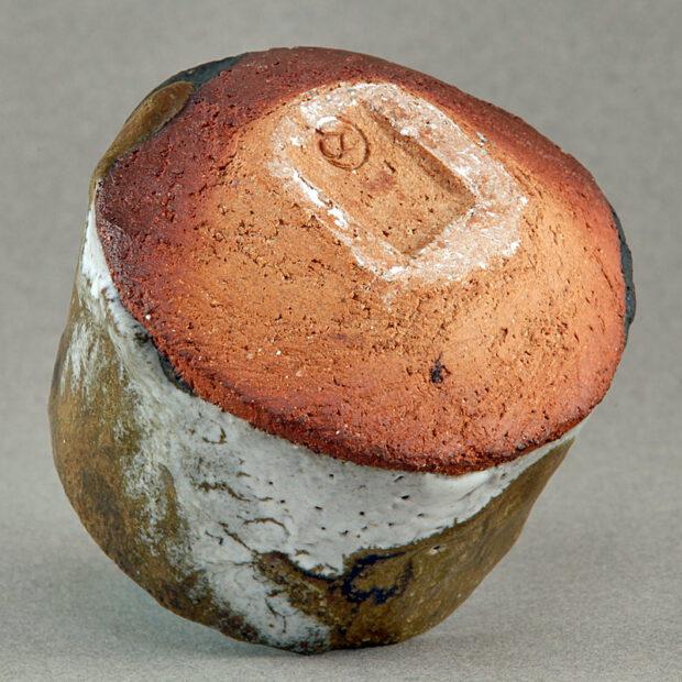 BOL8d 4829 | Sylviane Perret | Neige et bouleaux | Produit | 95,00€ | 38186250 | Petit bol modelé main, pied taillé. Glaçure à base de base de basalte broyé sur émail de cendres de bois. Aspect mat-satiné. Intérieur noir mat, émail aux cendres volcaniques (Islande). Cuisson four gaz 1300°, atmosphère réductrice. | Sylviane Perret - Atelier Céramique de Saint-Amans | Terre et Terres | 10 décembre 2020