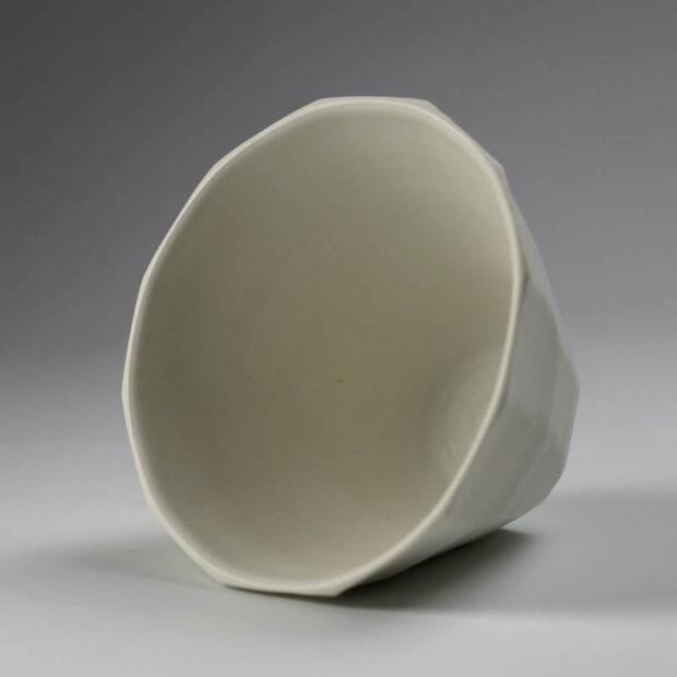 Coupe V 3 | Eric Faure | Coupe V | Produit | 65,00€ | 32826278 | Coupe tournée et sculptée en porcelaine émaillée | Eric Faure | Terre et Terres | 10 décembre 2020