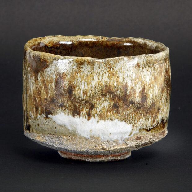MG 3546 | Sylviane Perret | Chawan 2020/1 | Produit | 100,00€ | 92296048 | Bol en grés argile récoltée, modelé main, avec pied.<em>Description</em> : Extérieur: superpositions de glaçures aux argiles récoltées et émail blanc aux cendres de bois, aspect brillant-satiné. Intérieur : glaçure d'argile (Islande), aspect satiné. <em>Cuisson</em> réductrice 1300°. | Sylviane Perret - Atelier Céramique de Saint-Amans | Terre et Terres | 10 décembre 2020