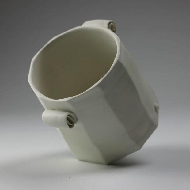 Pot Mozart 2 | Eric Faure | Pot Mozart | Produit | 60,00€ | 47686283 | Pot tourné et sculpté en porcelaine émaillée | Eric Faure | Terre et Terres | 10 décembre 2020