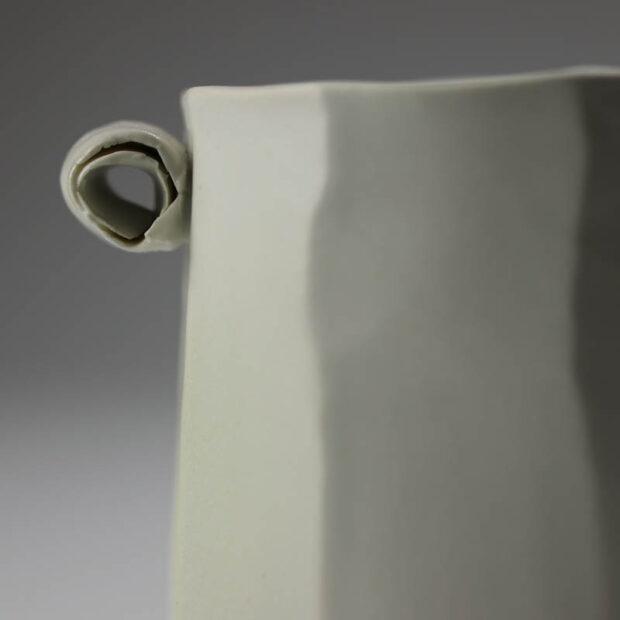 Pot Mozart 3 | Eric Faure | Pot Mozart | Produit | 60,00€ | 47686283 | Pot tourné et sculpté en porcelaine émaillée | Eric Faure | Terre et Terres | 10 décembre 2020