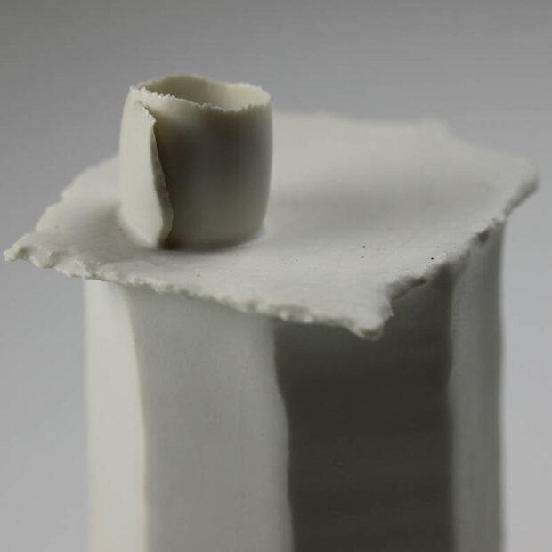 Soliflore Pilo 2   Eric Faure   Soliflore Pi   Produit   75,00€   6270   Soliflore tourné et sculpté en porcelaine émaillée   Eric Faure   Terre et Terres   13 juin 2021