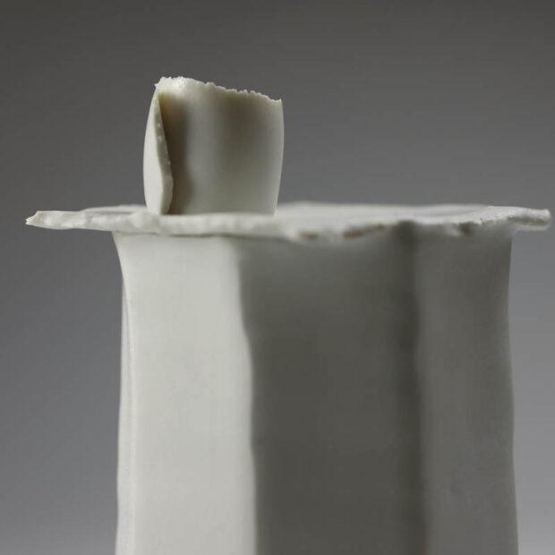 Soliflore Pilo 3   Eric Faure   Soliflore Pi   Produit   75,00€   6270   Soliflore tourné et sculpté en porcelaine émaillée   Eric Faure   Terre et Terres   13 juin 2021