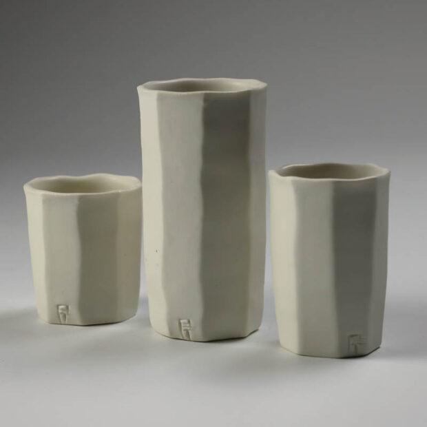 Trio Tasse KF 2 | Eric Faure | Trio de Tasses à Café | Produit | 54,00€ | 96516291 | 3 tasses à café tournées et sculptées en porcelaine émaillée | Eric Faure | Terre et Terres | 10 décembre 2020