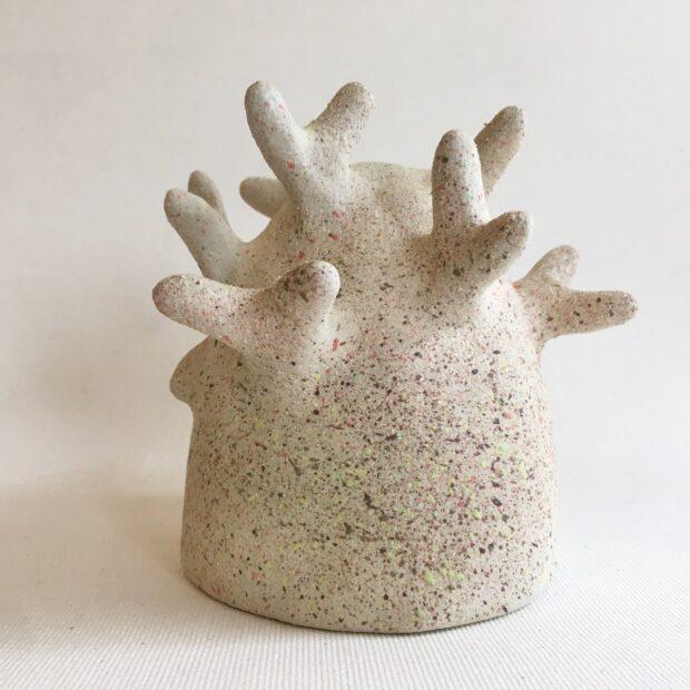 Arbre1SBlanc3 | Hilde Segers | Je suis un arbre | Produit | 65,00€ | 93716937 | Sculpture en grès blanc - Petite 1 | Circaterra Céramique - Hilde Segers | Terre et Terres | 10 décembre 2020