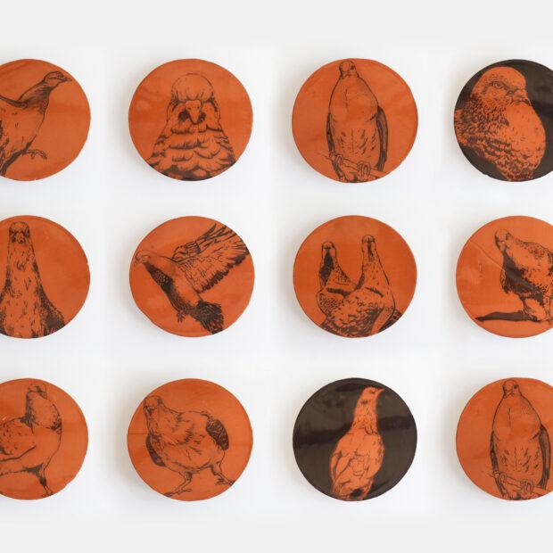 BALL TRAP ENSEMBLE | Nathalie Charrié | Ball trap | Produit | 80,00€ | 65767342 | grès noir et inclusion d'engobe blanc. h: 10cm, 13cm. | Sylvie DELPHAUT | Terre et Terres | 10 décembre 2020