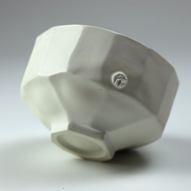 Bol U 3c | Eric Faure | Bol U | Produit | 70,00€ | 69296266 | Bol tourné et sculpté en porcelaine émaillée | Eric Faure | Terre et Terres | 10 décembre 2020