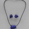 ChrisGullon collier BO  0072 | Chris Gullon | Parure : collier et BO, perles en terre laquée bleu outremer | Produit | Terre et Terres | 17 décembre 2020