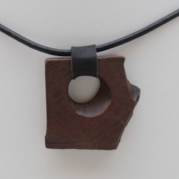 ChrisGullon collier 0092 | Chris Gullon | collier, perle en terre patinée | Produit | Terre et Terres | 17 décembre 2020