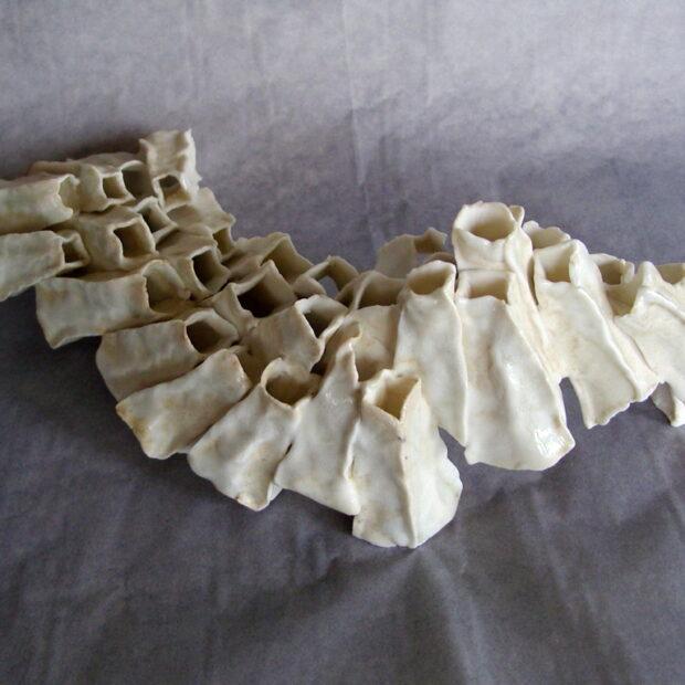 E vertebral I | Manon Berthellot | Equilibre vertébral | Produit | 130,00€ | 34186535 | sculpture céramique, pièce unique | Manon Berthellot | Terre et Terres | 10 décembre 2020