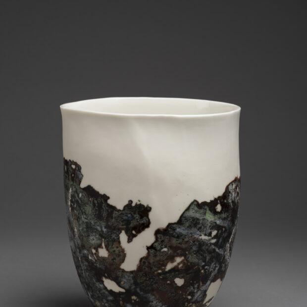 FL 5767 | Flore Loireau | Nathalie Charrié - Artiste céramiste | vase lichen 1 | Nathalie Charrié - Artiste céramiste | Produit | Terre et Terres | 11 décembre 2020