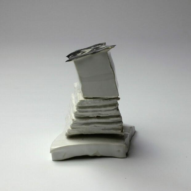 StoneWar 3 3 scaled | Eric Faure | StoneWar 3 | Produit | 120,00€ | 7247 | Sculpture en porcelaine émaillée | Eric Faure | Terre et Terres | 10 décembre 2020