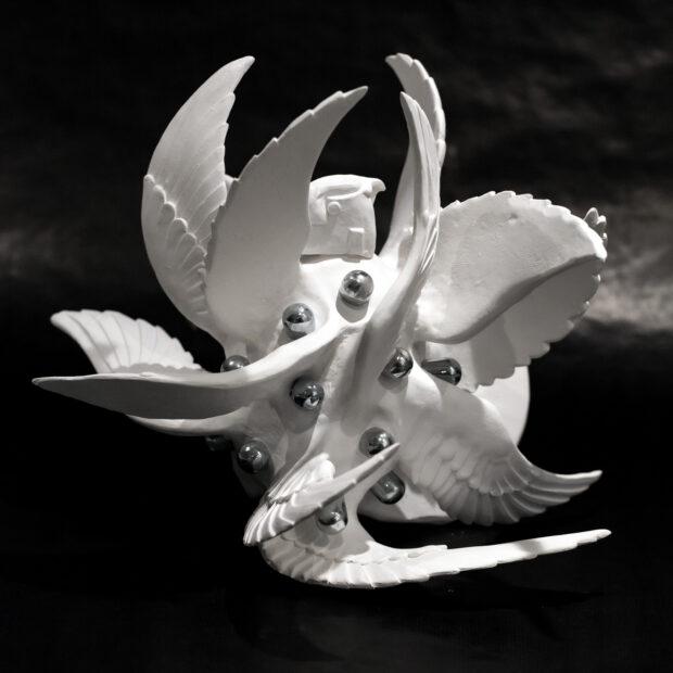 GRENADE 6 | Nathalie Charrié | Grenade | Produit | 420,00€ | 7980 | Faïence, aluminium 29x37x35 cm 2021 | Nathalie Charrié - Artiste céramiste | Terre et Terres | 11 janvier 2021